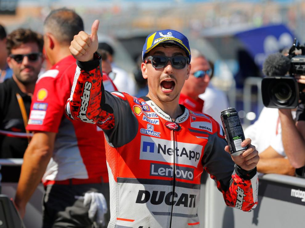 Lorenzo celebra su pole en Motorland.