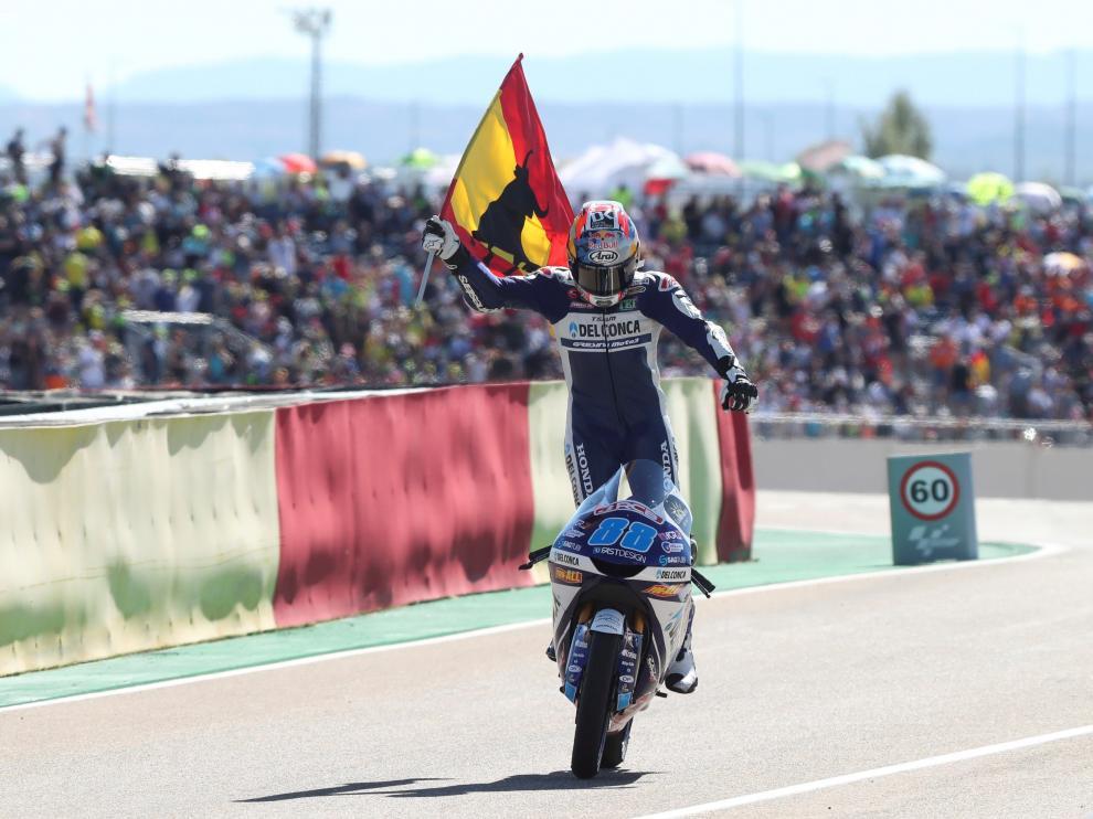 Jorge Martín celebra su triunfo en Motorland.