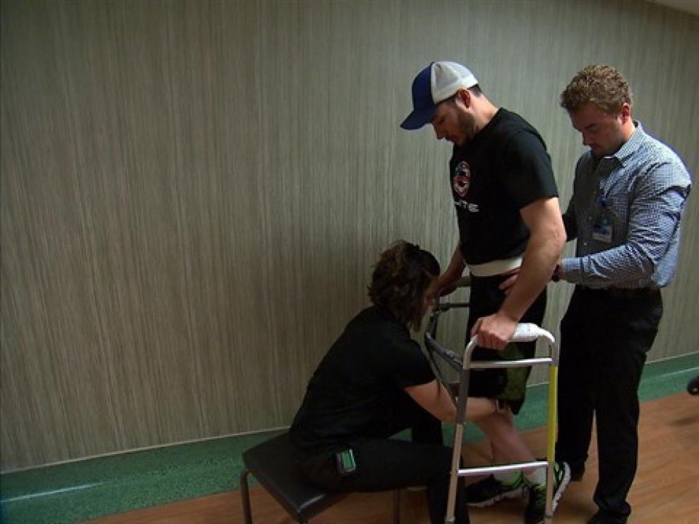 Un parapléjico consigue volver a andar gracias a una estimulación eléctrica en su médula