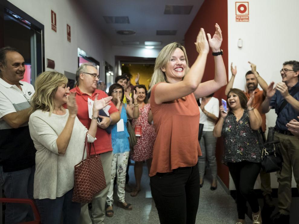 Tras conocerse el resultado de las primarias del PSOE, Pilar Alegría fue aplaudida por sus seguidores.