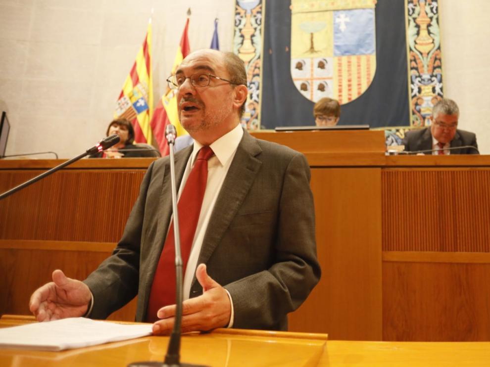 Lambán durante el debate en las Cortes