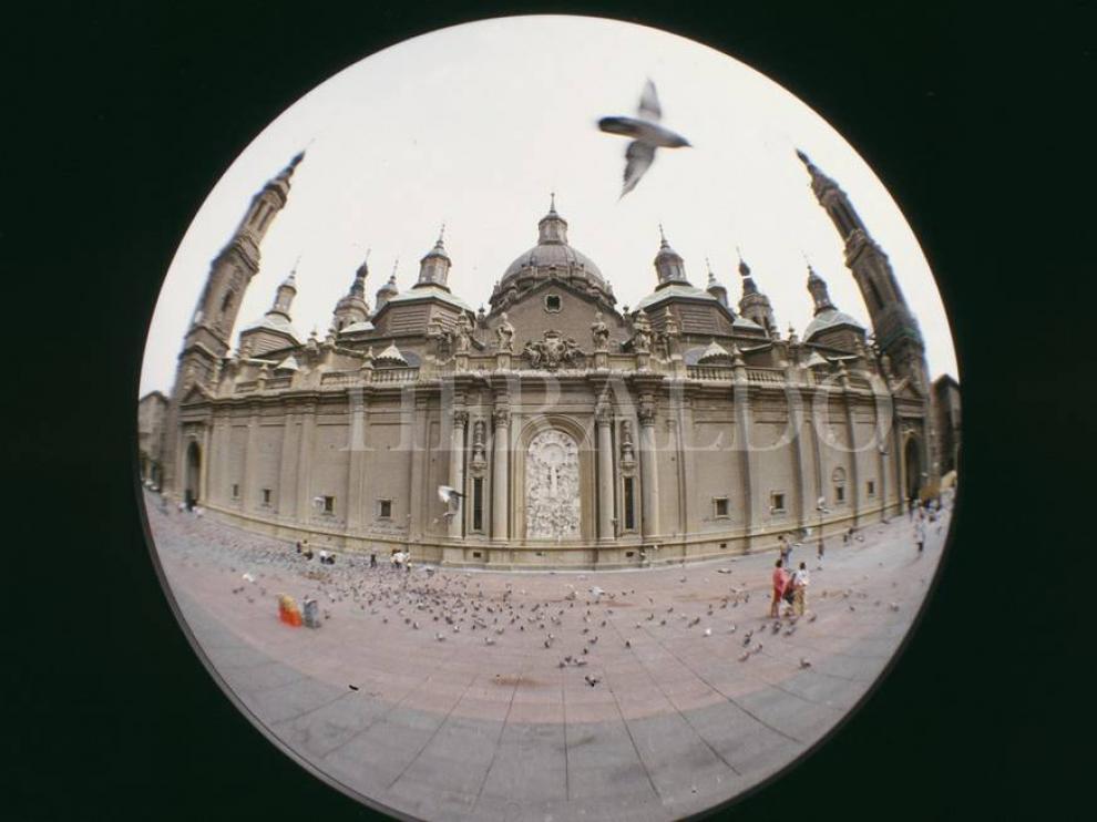 La basílica del Pilar de Zaragoza con un objetivo de ojo de pez.