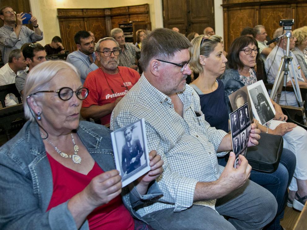 Miembros de las asociaciones Arico y Afoerv familiares de las víctimas