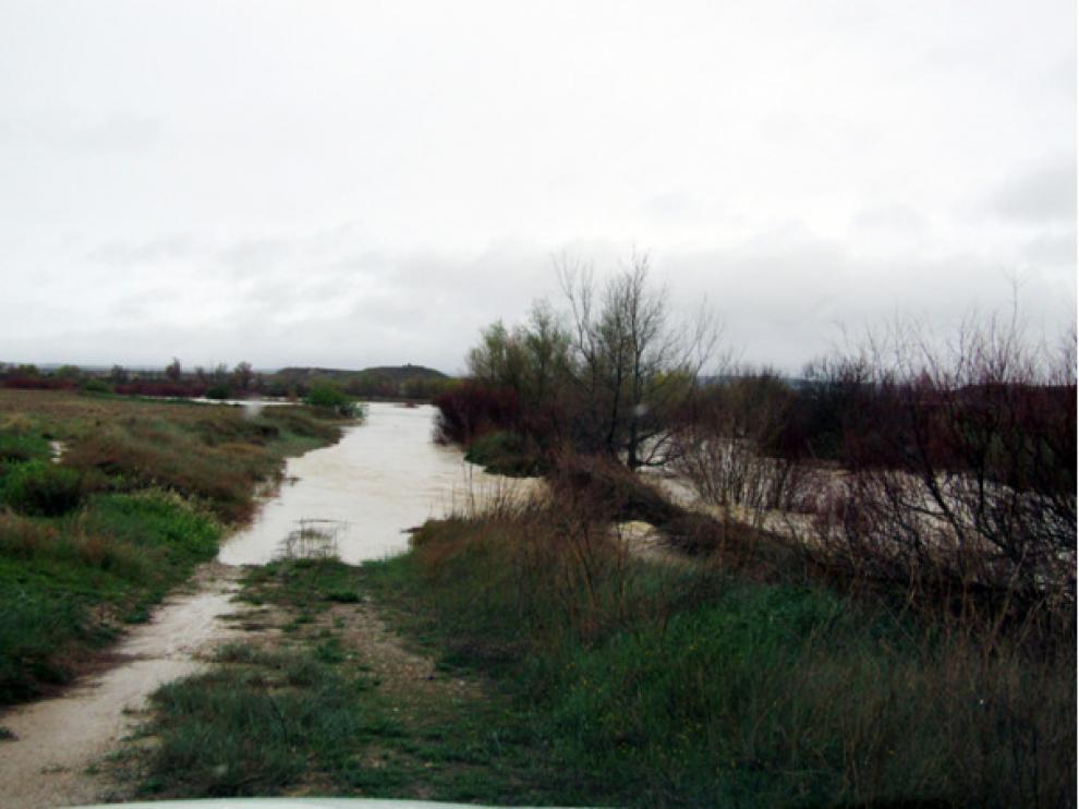 Uno de los caminos afectados por las riadas en Ejea.