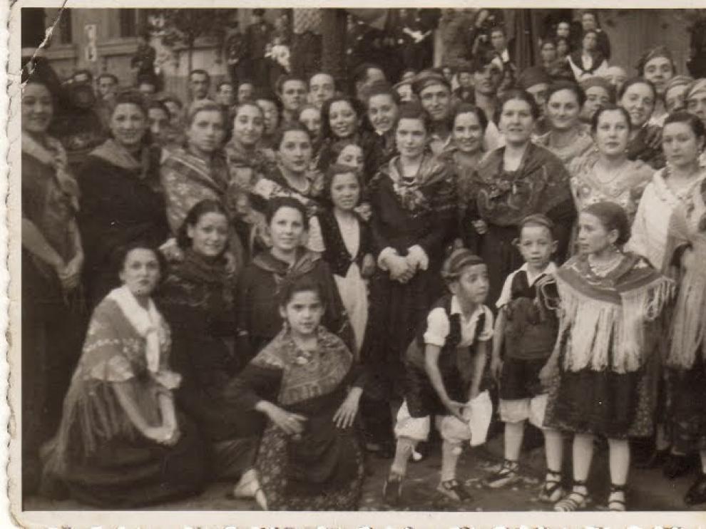Felisa, a la derecha, en el cuadro de jota de Pepe Esteso.