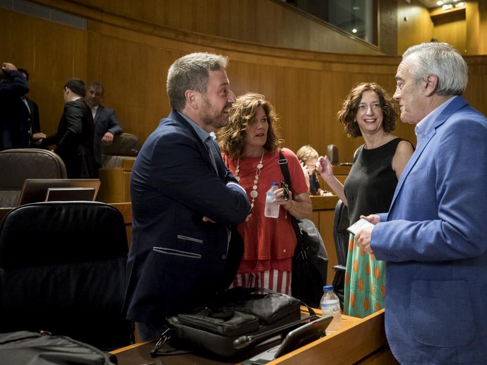 Soro, Martínez, Luquin y Sada en el pleno que aprobó la ley de derechos históricos
