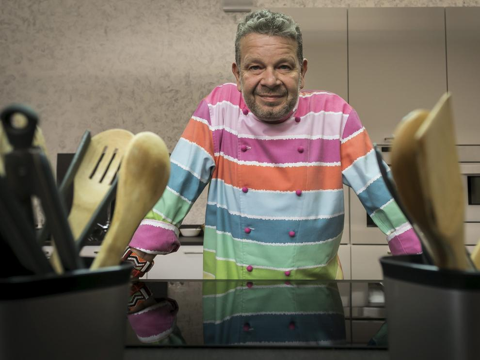 El cocinero Alberto Chicote, en los fogones del centro de formación gastronómica La Rezeta de Miralbueno
