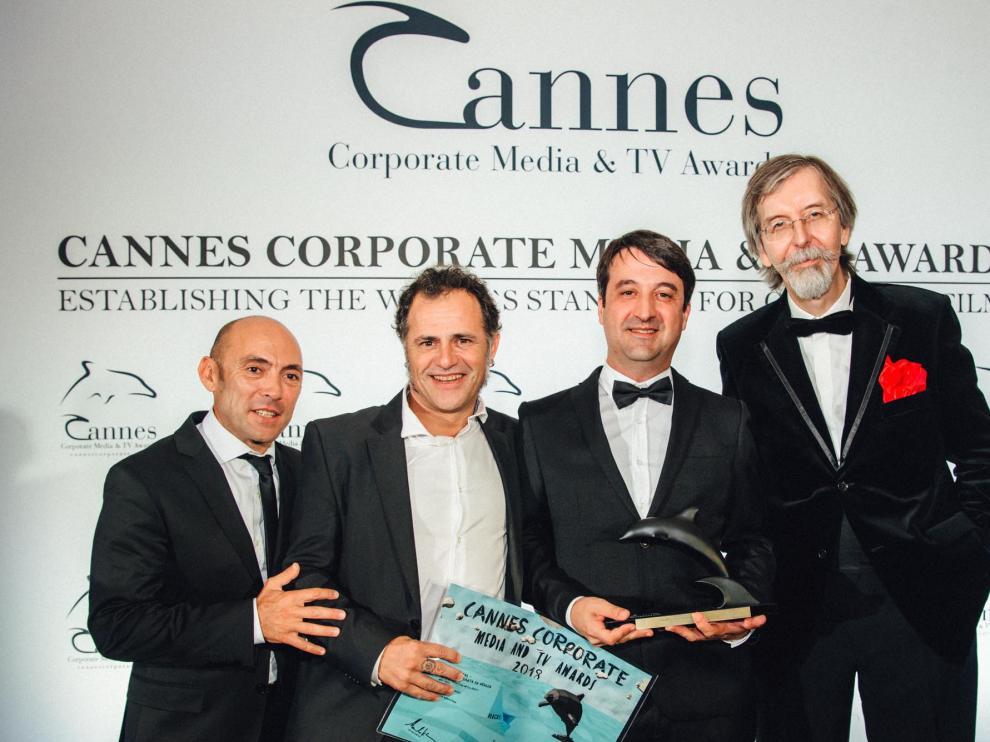 Los premiados por 'Inmortal', cortometraje sobre la Semana Santa de Aragón, en el Festival Internacional de Cannes.