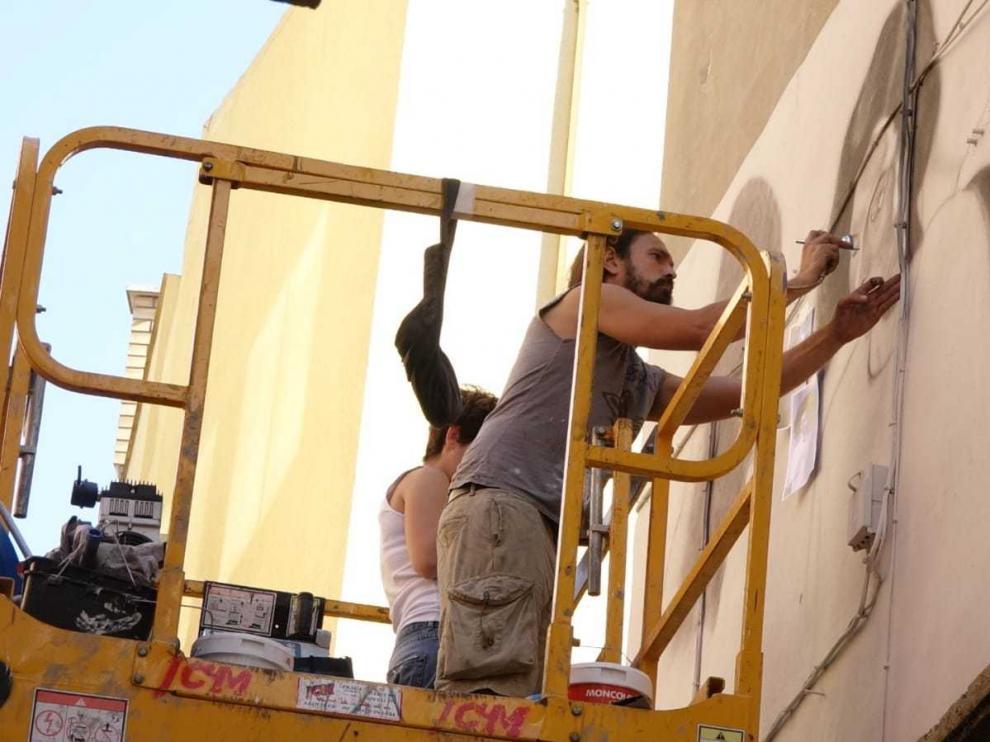 Pintores, ilustradores y grafiteros toman las calles de Fraga