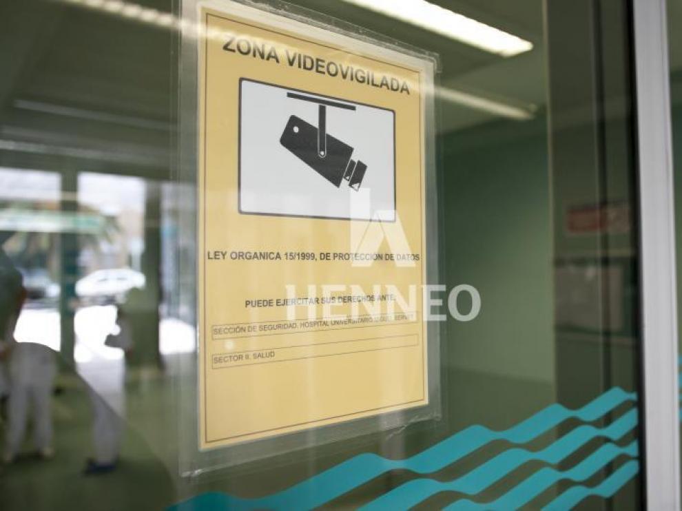 Un cartel en una zona sanitaria que informa de la videovigilancia