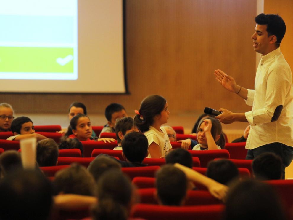 Un momento del concurso Econogame celebrado este lunes en Ibercaja con Fundación Piquer.
