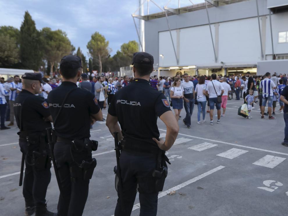Tres agentes de la UIP de Zaragoza desplazados para garantizar la seguridad en los partidos de la SD Huesca en El Alcoraz