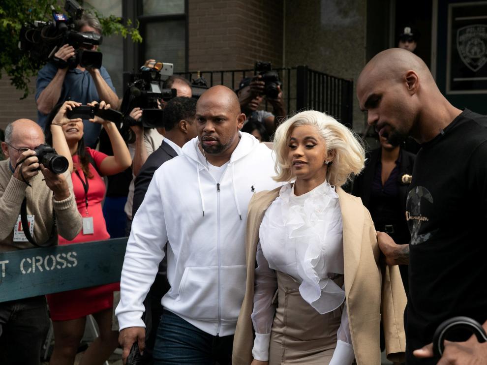 Cardi B a la salida del cuartel de policía de Queens.
