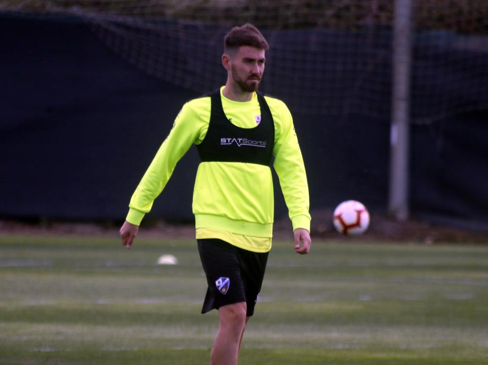 El centrocampista Moi Gómez, clave en la segunda parte ante el Girona, este martes en el entrenamiento matinal del Huesca.