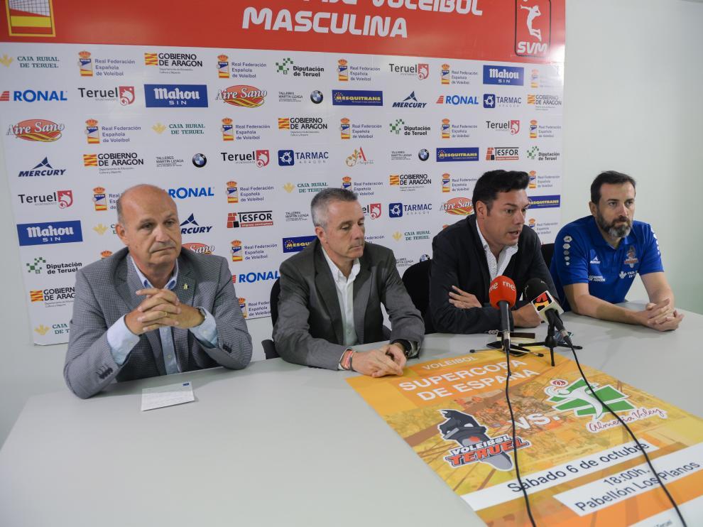 Presentación del partido de la Supercopa en Los Planos. De izquierda a derecha, Carlos Ranera, Javier de Diego, Javier Domingo y Juanjo Susín.