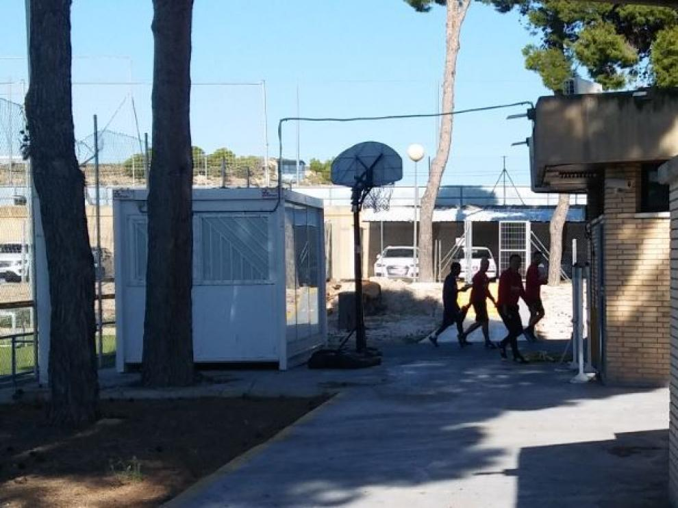 Igbekeme, al inicio de la mañana de este miércoles, entrando en el gimnasio con los recuperadores.