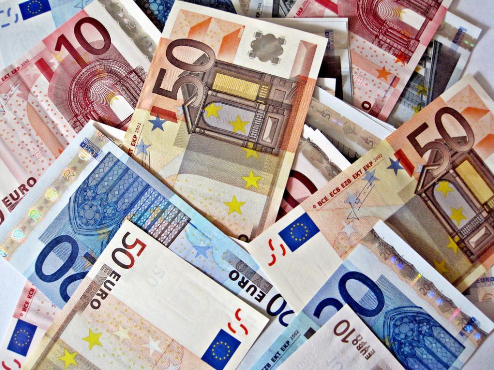 La mayor parte del dinero estaba agrupada en sobres con billetes de 20 y 50 euros.