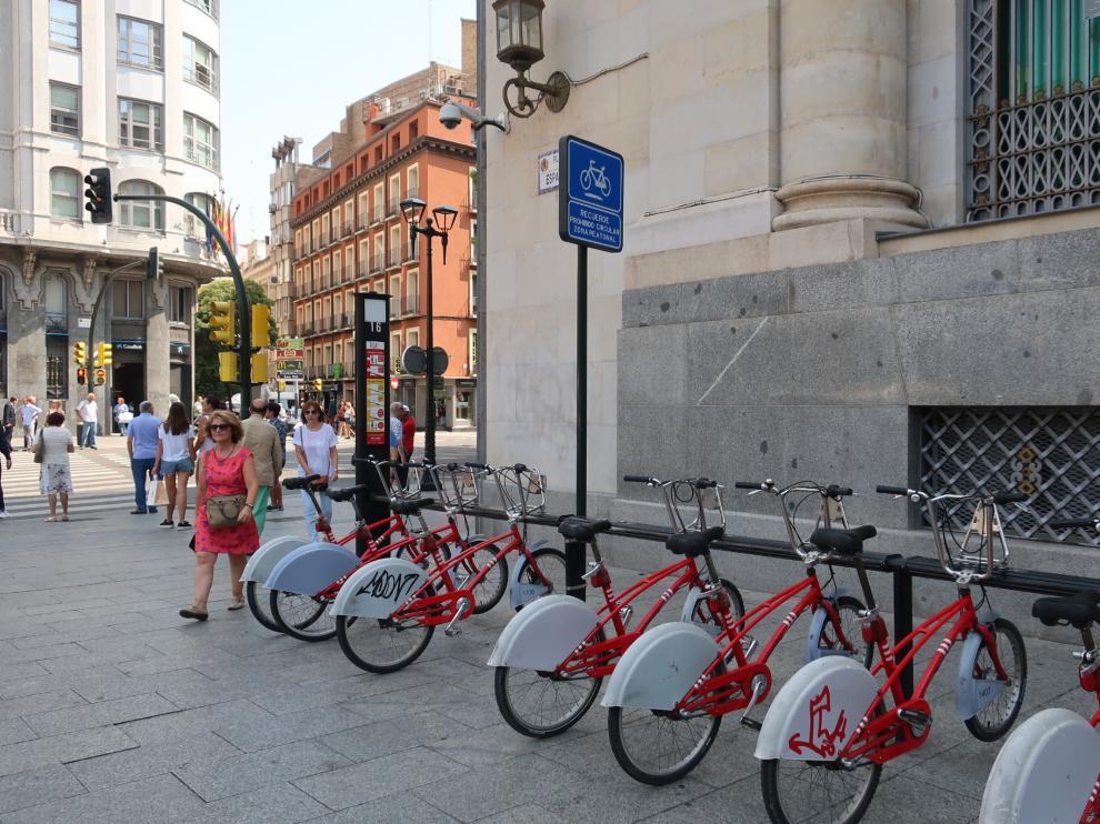 Estación de Bizi en la plaza de España.