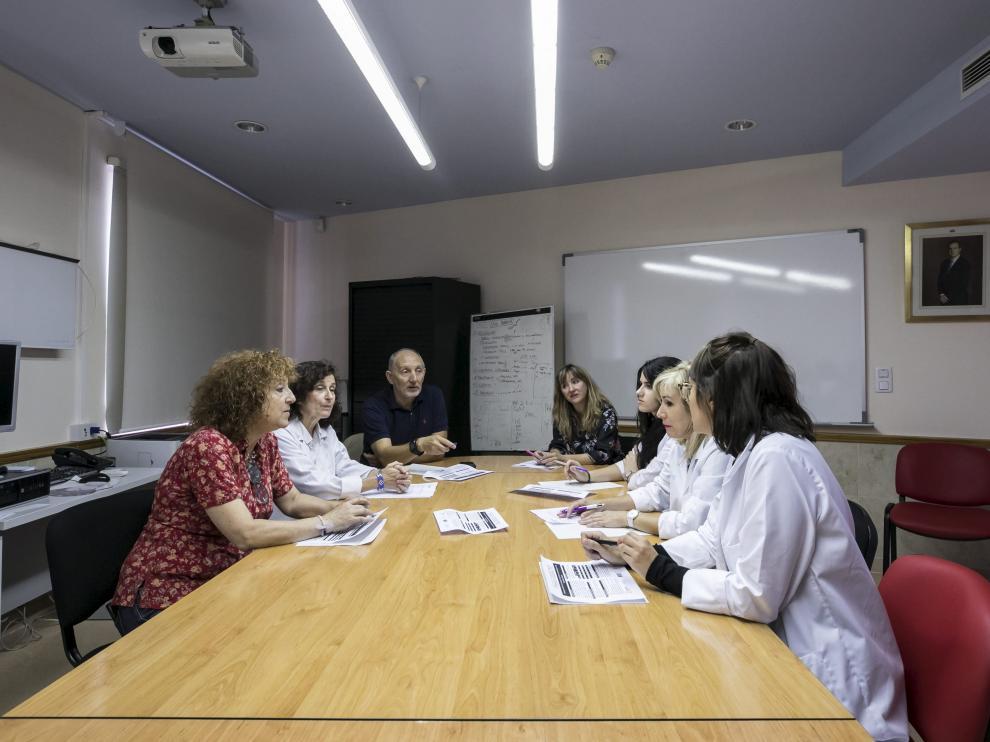 Reunión de los profesionales que participarán y colaborarán en el estudio.