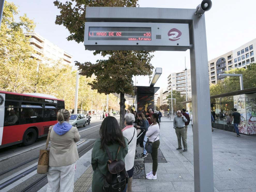 El tranvía, durante la huelga en la víspera del Pilar