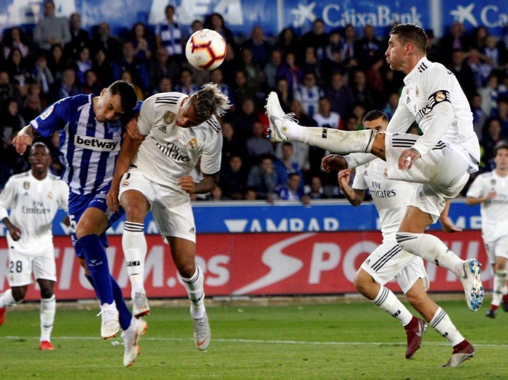 El Real Madrid confirma su crisis en Vitoria