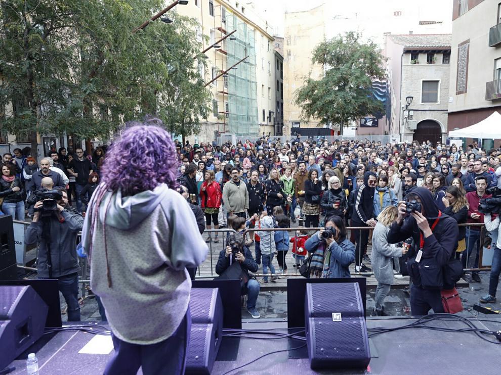 Cinco minutos de parón en el concierto de Las Armas en repulsa a la agresión sexual del parque Delicias.