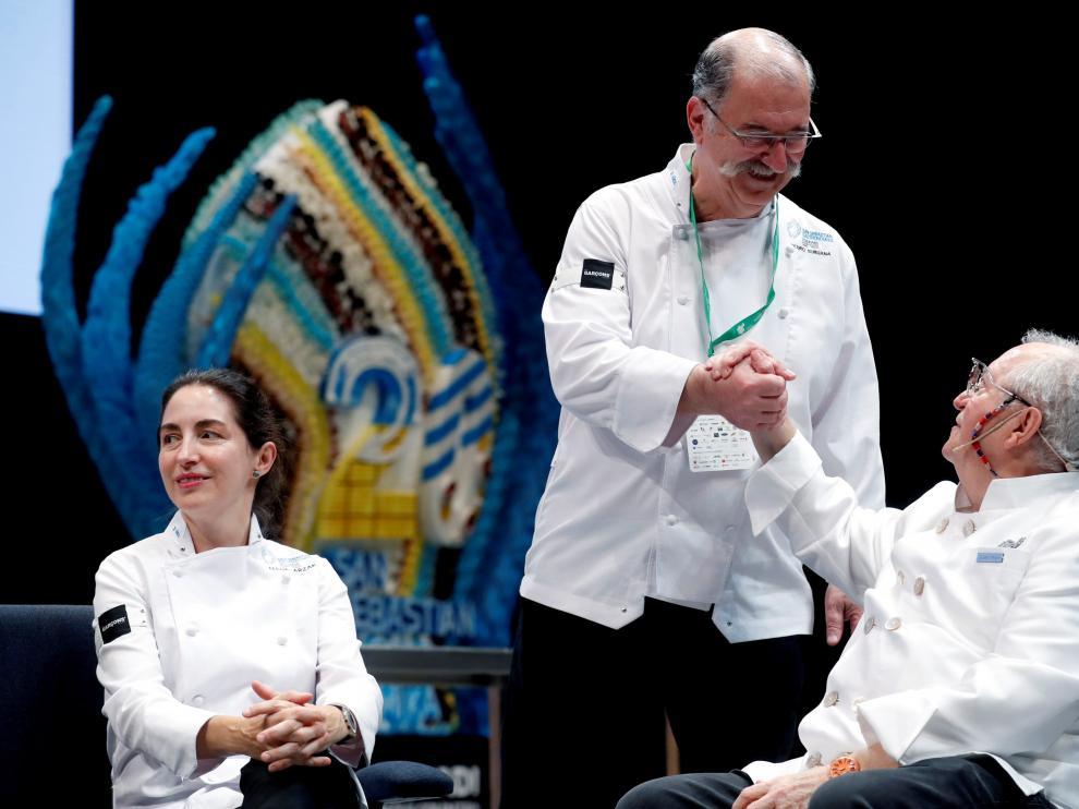 Juan Mari Arzak acompañado de su hija Elena y del chef Pedro Subijana.
