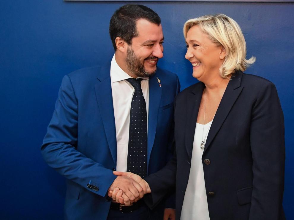 La ultraderechista francesa Marine Le Pen junto al ministro del Interior italiano Matteo Salvini en Roma.