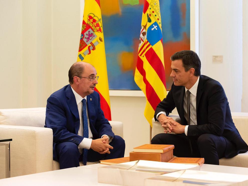 Lambán y Sánchez, durante la reunión en la Moncloa