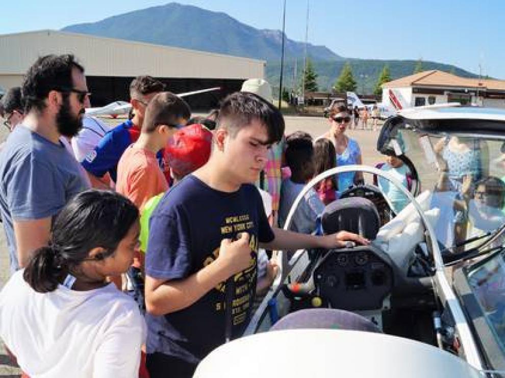 En julio, jóvenes con discapacidad visual sintieron el vuelo sin motor en Santa Cilia.
