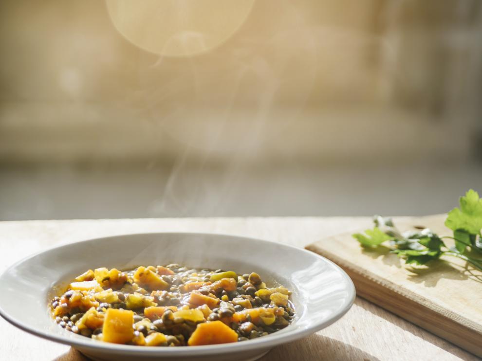 Un plato de lentejas bien caliente es ideal para templar el cuerpo cuando bajan las temperaturas.