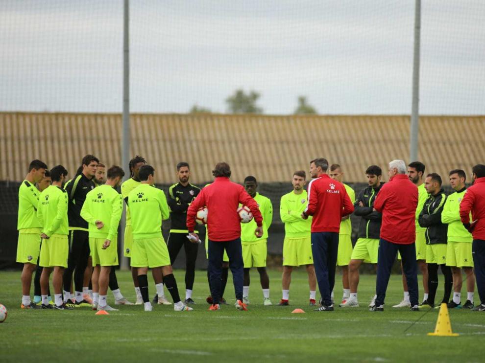 Leo Franco ha podido dirigir esta mañana su último entrenamiento con el Huesca.