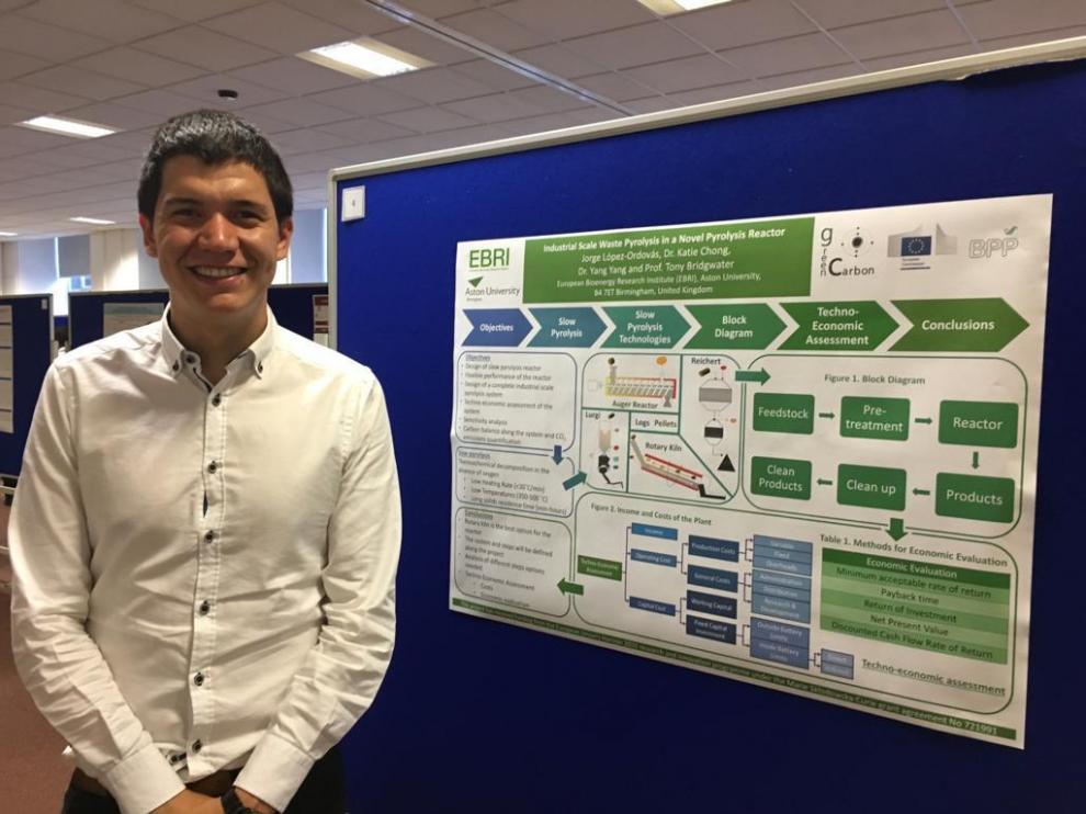 Jorge López en un evento de la Universidad de Aston.