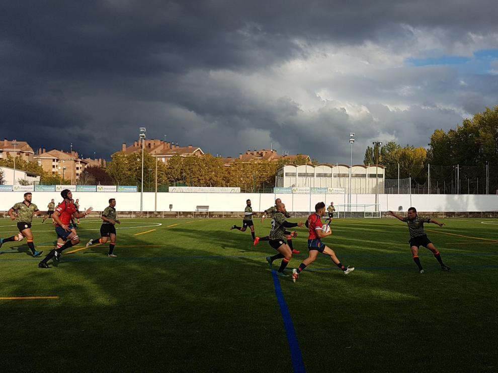 La selección nacional sub-20 de rugby durante un entrenamiento en Jaca.