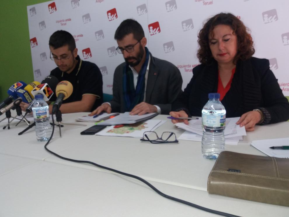 Los dirigentes de IU, durante la rueda de prensa sobre el FITE.