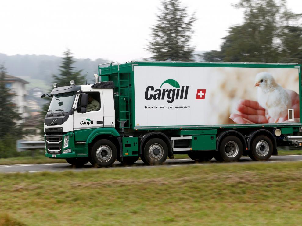 Imagen de archivo de un camión de Cargill transportando piensos en Suiza