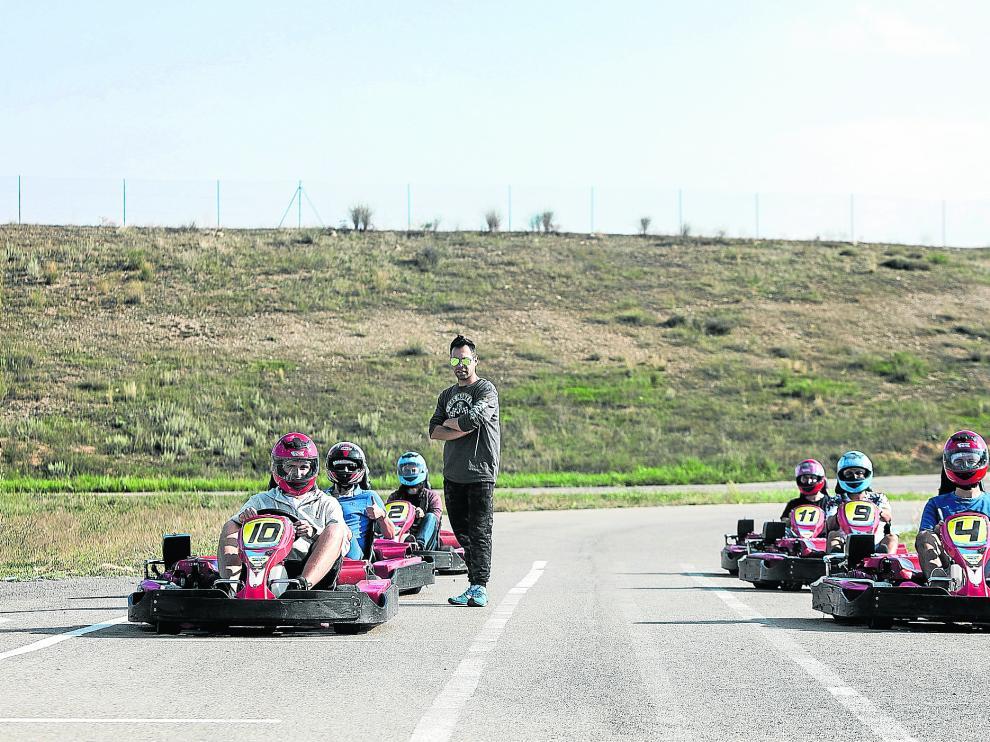Un grupo de pilotos se alista para los entrenamientos libres cronometrados en el circuito de Torremocha.