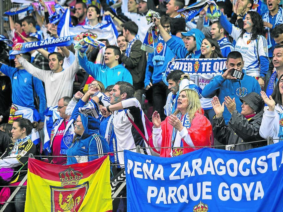 Aficionados zaragocistas desplazados a Soria para el partido del último 'play off'.