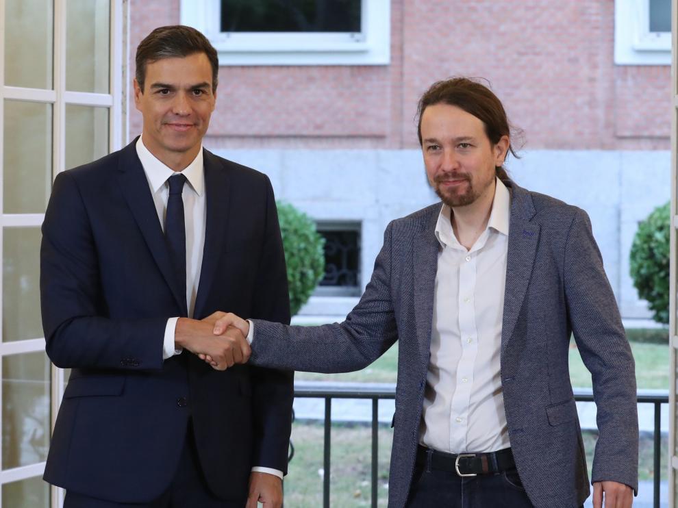 Sánchez e Iglesias en Moncloa durante la firma de los Presupuestos.