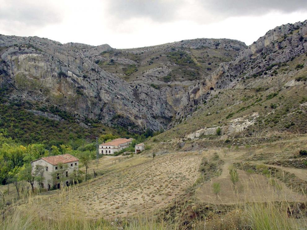 Antiguo balneario de Segura de Baños, junto a uno de los cañones del río Aguasvivas.