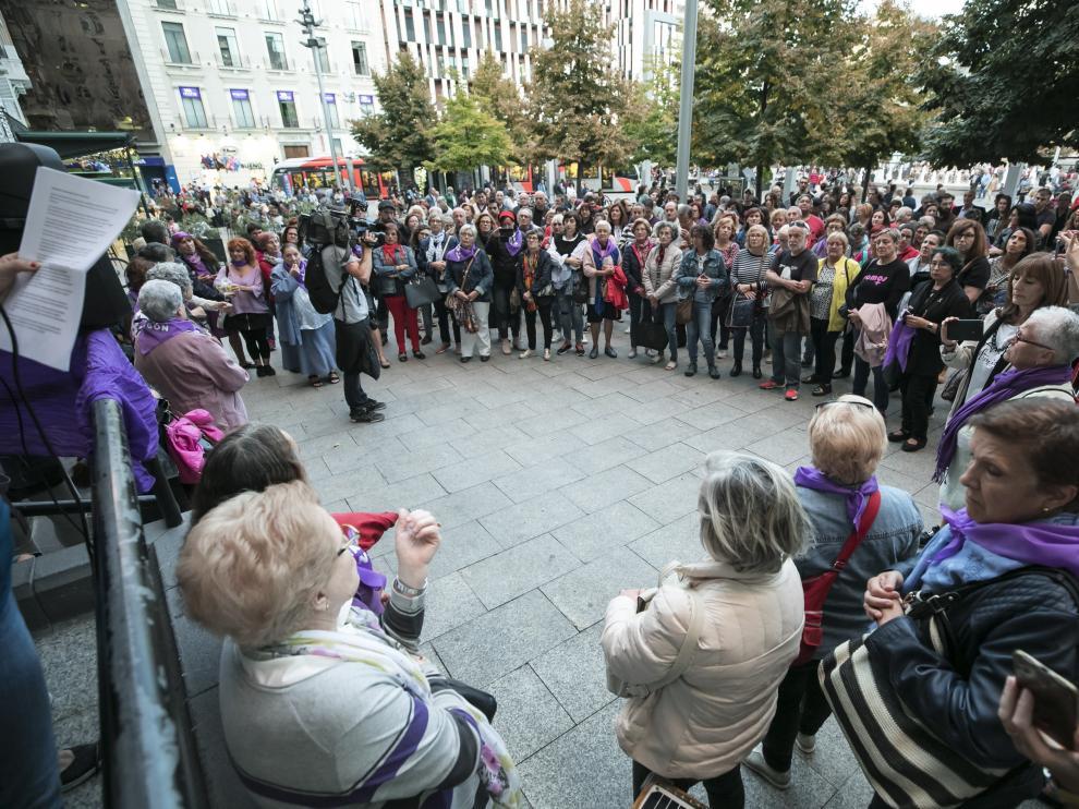 Imagen de una concentración de repulsa en la plaza de España por la agresión sexual en Delicias durante las Fiestas del Pilar.