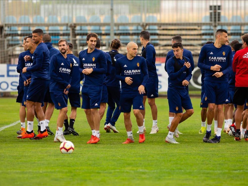 La plantilla del Real Zaragoza, horas antes de volver a viajar a Soria para jugar contra el Numancia.