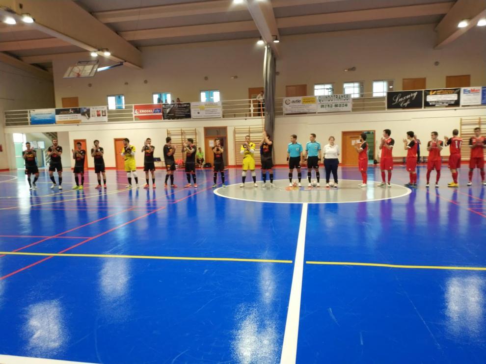 Saludo inicial entre los jugadores del Sala Quinto y Patatas Gómez