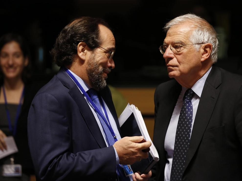 El ministro de Exteriores español, Josep Borrell, al inicio del Consejo de Ministros de la UE que se celebra en Luxemburgo.