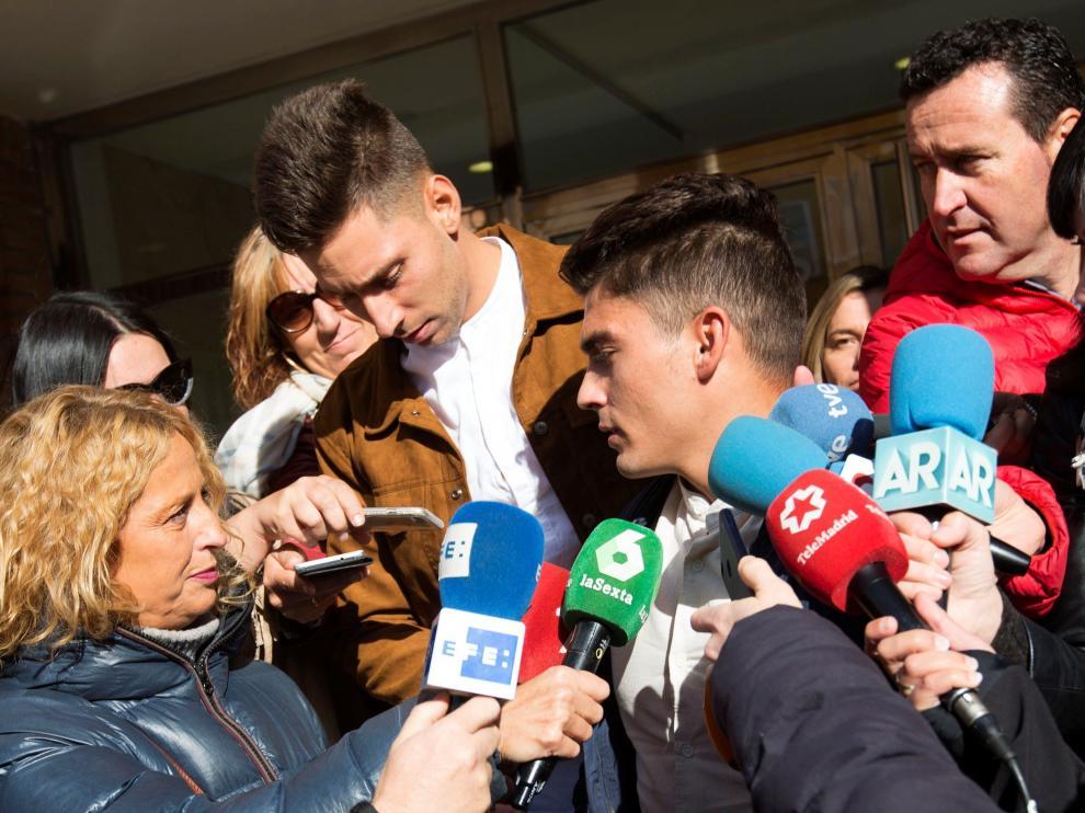 Víctor Rodríguez (dcha), Carlos Cuadrado (izda) y Raúl Calvo llegando al juzgado, en una imagen de archivo.
