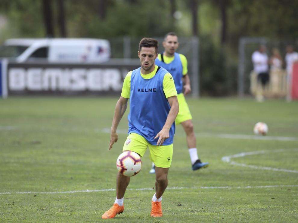 Jorge Miramón, durante un entrenamiento con la Sociedad Deportiva Huesca.