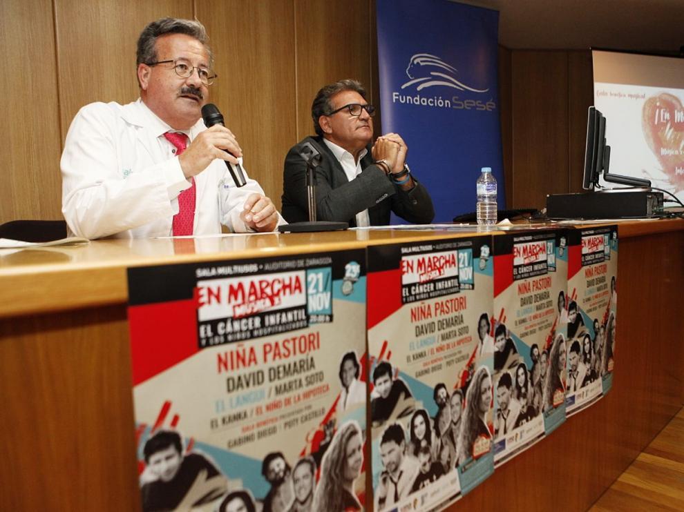 El director de la Fundación Sesé, Pedro García y el Gerente del sector Zaragoza II, Dr José Manuel Aldámiz - Echeverría