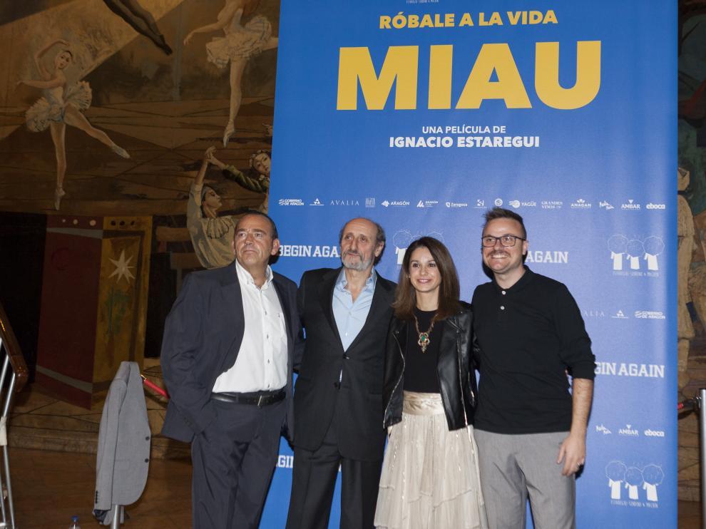 Ignacio Estaregui y José Luis Gil, junto a los productores Jaime García Machín y Gloria Sendino.