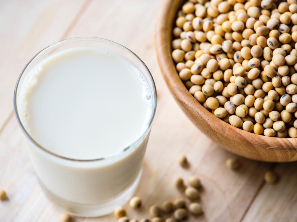 Las personas con sobrepeso deben tomar lácteos desnatados o semidesnatados.