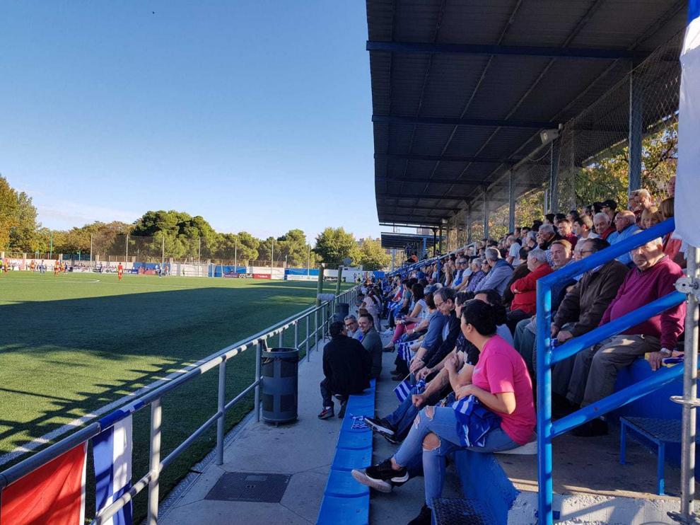 Grada del campo de fútbol de La Almozara en el partido contra el Lleida.